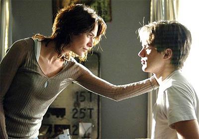 Sarah Connor (Lena Headey) y John Connor (Thomas Dekker)