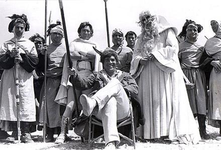 Bakshi con el reparto de El señor de los anillos en el set  (1977)