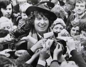 tom_baker_surrounded_by_crowd.jpg